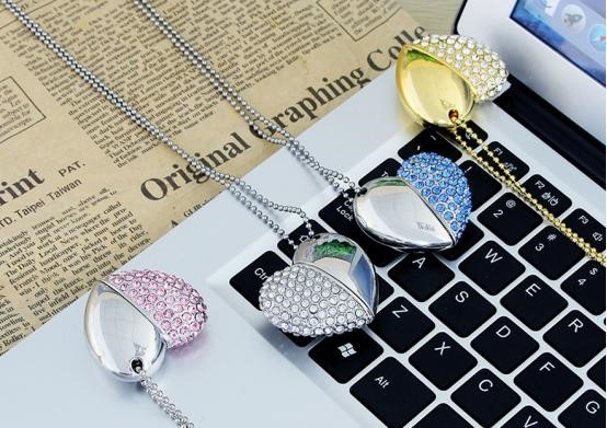 Heart pendant USB flash drive